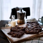 Crostata al cioccolato con farina di riso, confettura di mirtilli e frutta secca2295