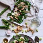 Insalata di primavera con pollo, piselli, fave e pecorino 895
