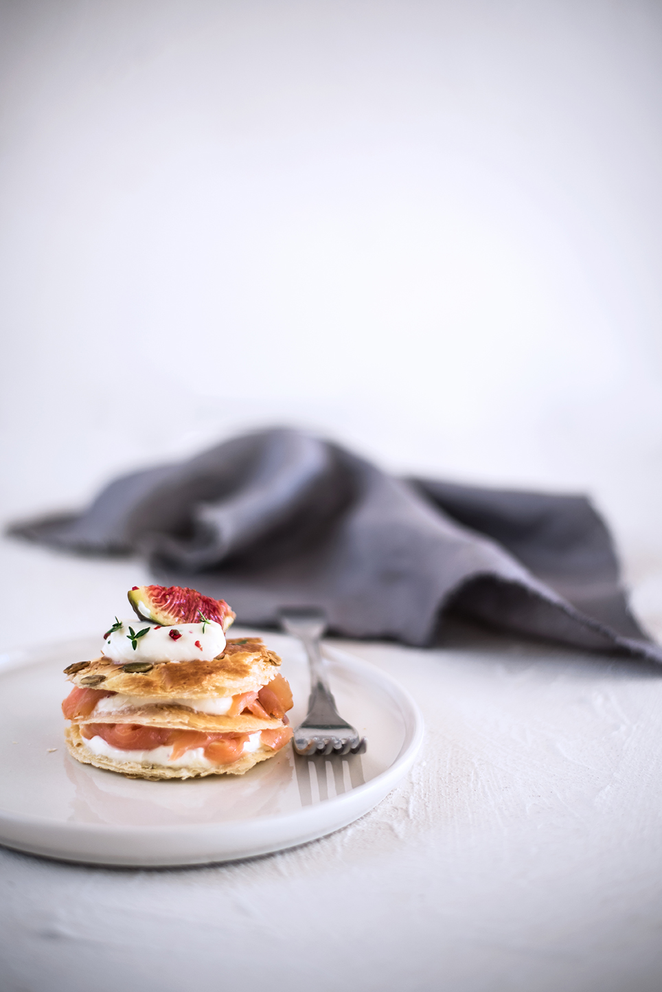 Millefoglie al salmone, crema al mascarpone e fichi per Taste&More n. 22